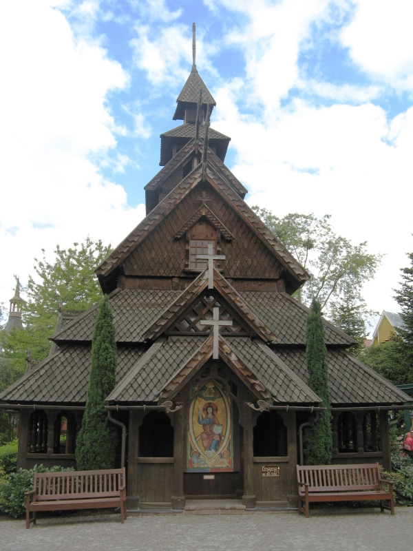 stave-church-replicate-europapark-outside
